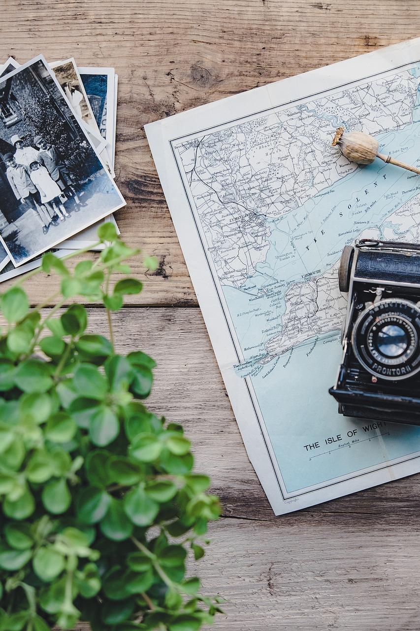 camera, vintage, map-2168170.jpg
